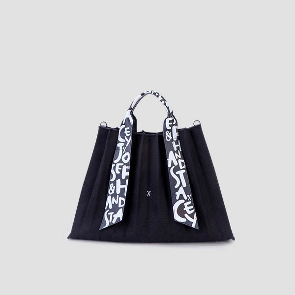 Lucky Pleats Canvas Graffiti L Black